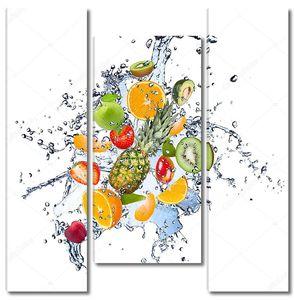 Ананас и другие фрукты в брызгах