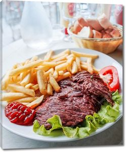 Стейк из говядины с картофелем