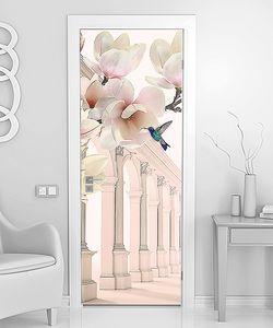 Колоннада с белыми цветками