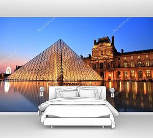 Музей Лувр в ночное время, Париж