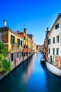 город Венеция, Водоканал, мост и традиционных зданий. Италия, Европа
