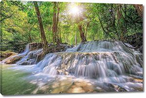 Уровень 5 водопад в Канчанабури