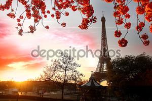 Париж, Эйфелева башня весной
