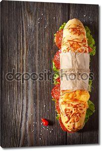 Салями бутерброд с салатом