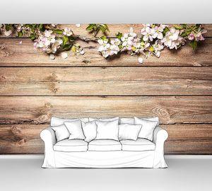 Яблоневые цвет на деревянной поверхности