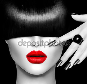 Мода девушка модель с модные прически, макияж и маникюр