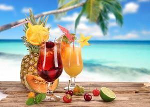 Коктейли с фруктами и ягодами