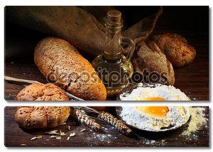 натюрморт с хлебом, ушами пшеницы, масла и муки