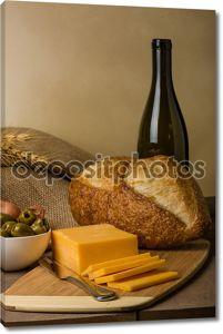 Натюрморт с колбаса сыр и хлеб