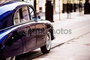 Ветеран автомобилей Улица круиз на дорогах общего пользования. вид сзади