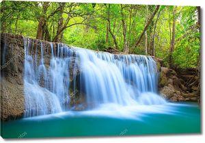 Водопад  в Канчанаби, Таиланд