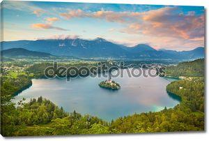 озеро Блед в Юлийских Альпах, Словения.