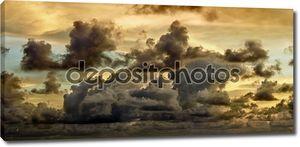 темные штормовые облака
