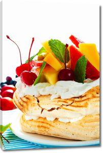 Вкусный тортик с кремом и фруктами