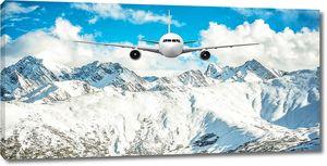 Самолет фоне Снежной горы