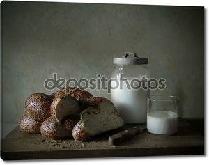 Натюрморт с хлебом и молоком