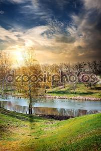 Река и восход солнца