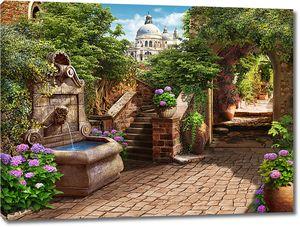 Улица в старом городе с фонтанчиком