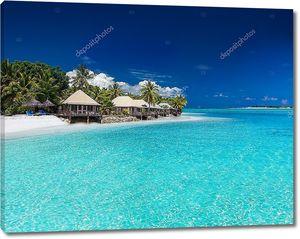 Beach villas на небольшом тропическом острове