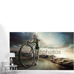 Спортсмен, верхом на современных велосипедов