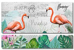 Фламинго на кирпичной стене