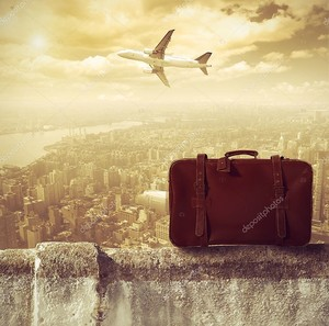 Гранж-фон с красным чемоданом