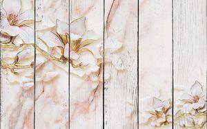 Мраморный фон, большие позолоченные розовые цветы