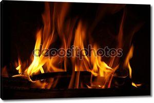 огонь в камине, огонь пламя на черном фоне