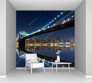Бруклинский мост и Манхэттен с отражениями