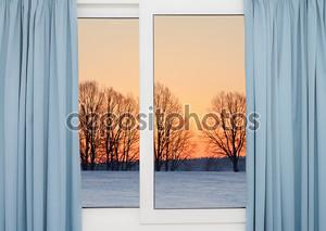 Вид из окна на зимний закат
