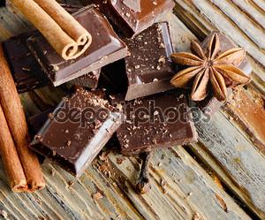 Сломанный шоколада и специи