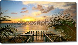 Вид из террасы красивый закат на пляже