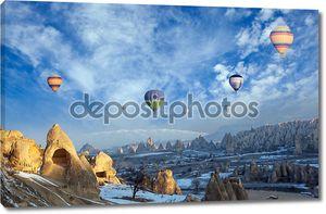 Воздушный шар пролетел над захватывающим Каппадокии