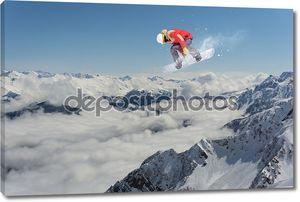 Сноубордист над горным пейзажем