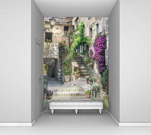 Лестница ведущая в кирпичный дом
