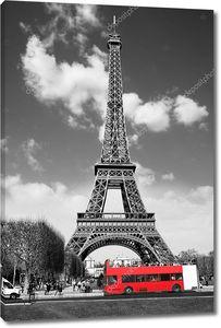 Эйфелева башня и автобус в Париже, Франция