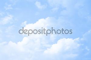 Фон облаков на голубом небе