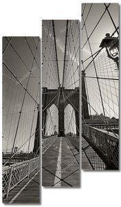 Бруклинский мост в Нью-Йорке черно-белое фото