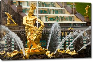 знаменитый Самсон и льва фонтан в Петергофе Большой Каскад, Санкт-Петербург, Россия.