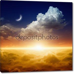 Заходящее в небе солнце