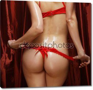 Сексуальные попки девушек в красном нижнем белье