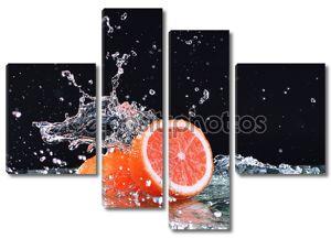 Плеск воды в макрос на грейпфрут. Капли воды с сочного грейпфрута