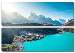 красивые заснеженные горы с озером