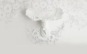 Голова лося и цветы из гипса