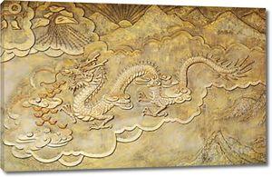 Золотой рельеф дракона