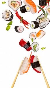 Роллы и суши с палочками