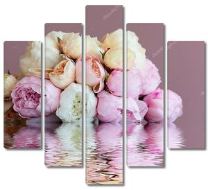 Букет Розовых пионов у воды