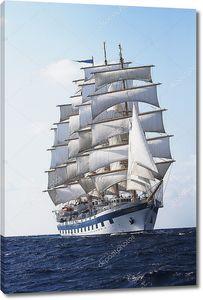 Парусный корабль в море