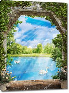Вид из арки со скошенными углами на озеро с лебедями