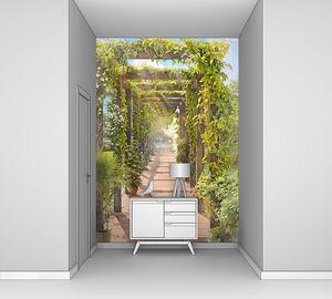 Туннель с растениями в парке